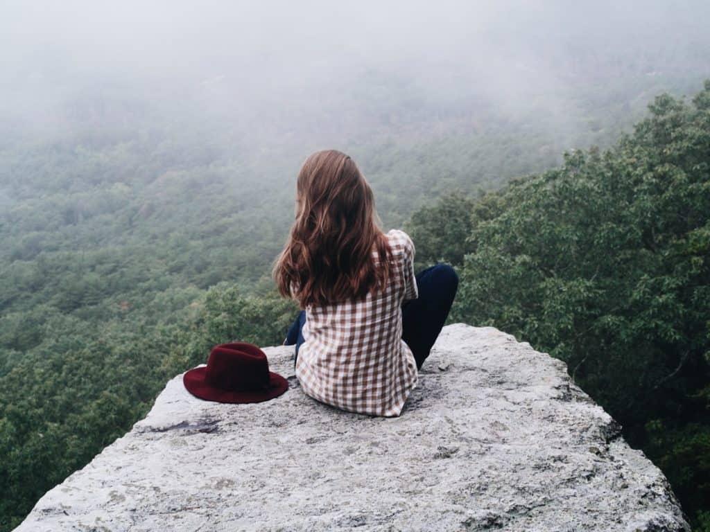 Te sientes solo? La terapia te puede ayudar