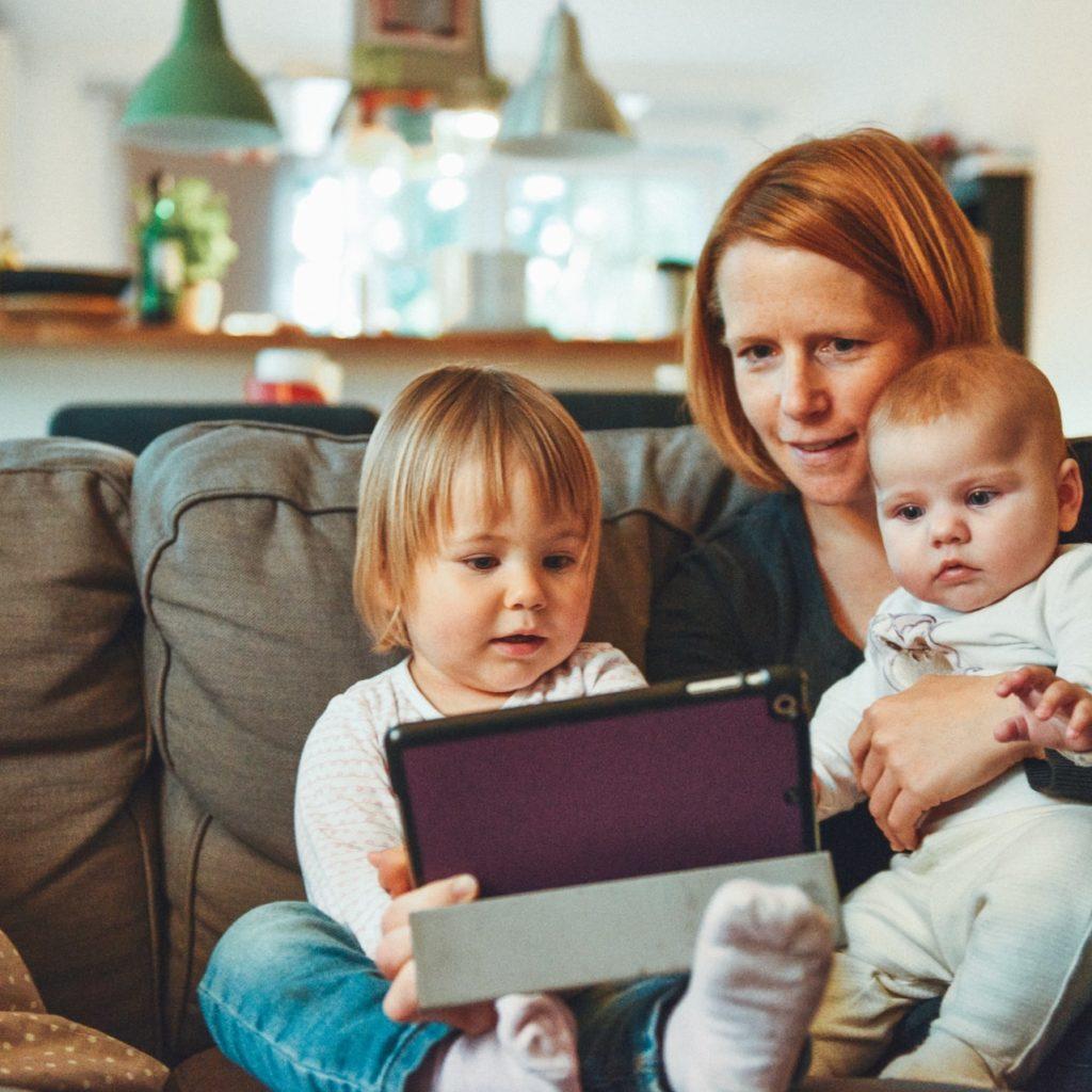 Por qué tomar terapia online para niños con Mindy